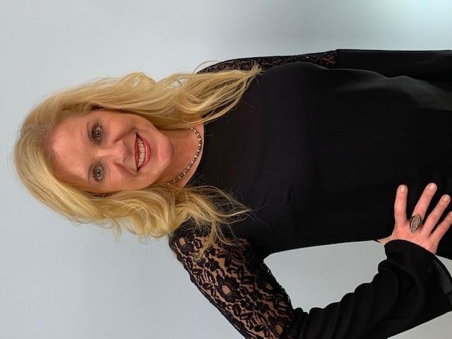 nicole Nicole Warden - Senior Jewelry Consultant